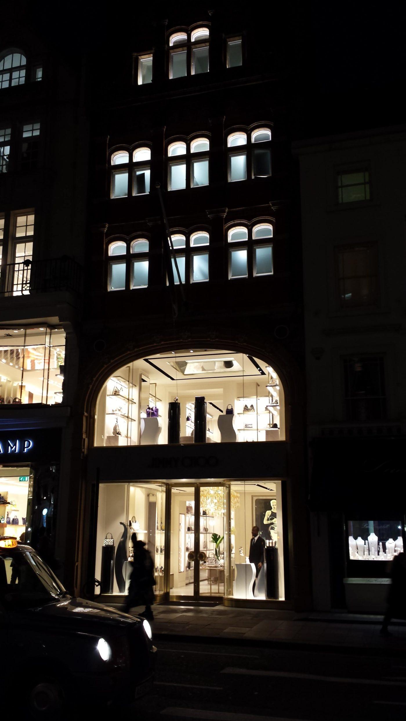 facade-at-night-jimmy-choo-london-mjlighting